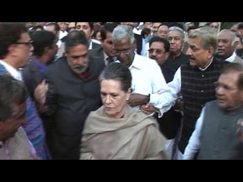 Sonia Gandhi leads opposition march to Rashtrapati Bhawan against land bill