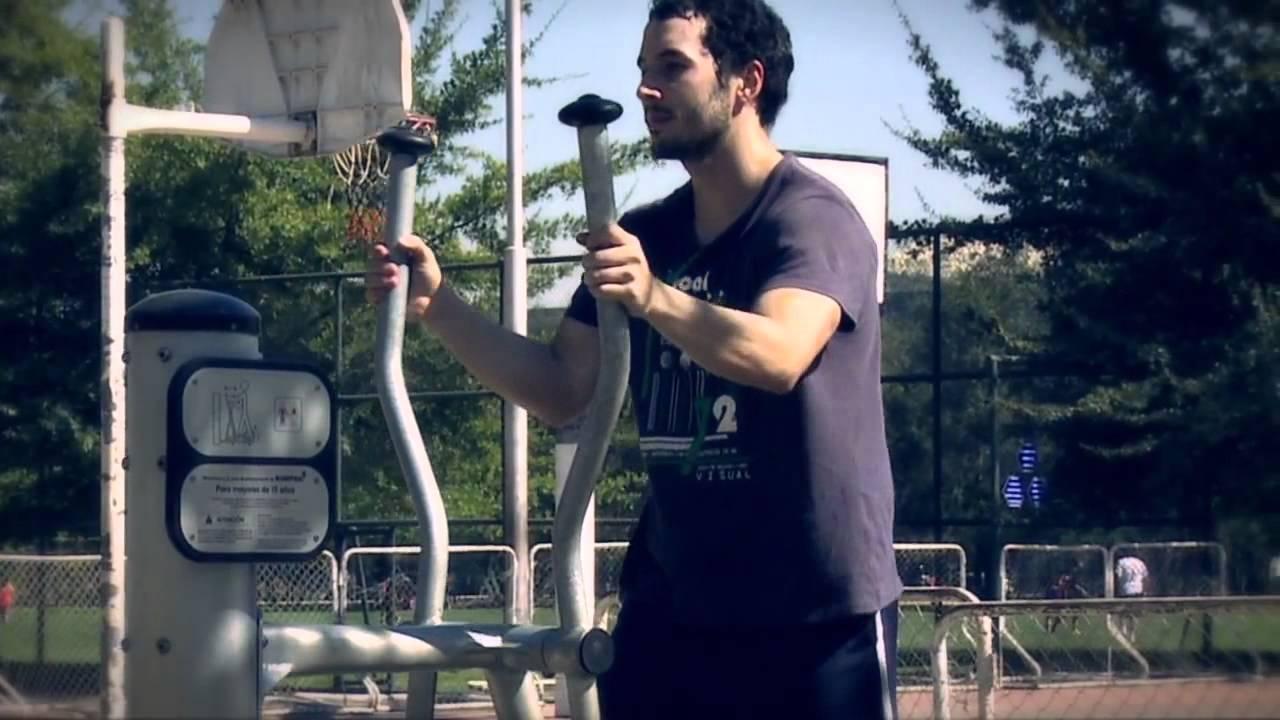 Urbanplay maquinas de ejercicios youtube for Maquinas de ejercicios