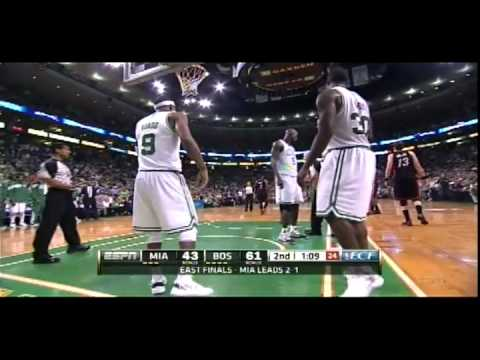 Rajon Rondo kicks Shane Battier in Game 4