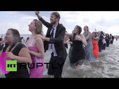 USA: See fancy-dressed beachgoers get all wet in NYC