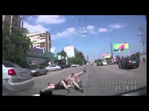 Двойное падение с мотоцикла