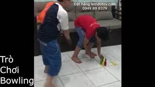 Bé chơi bowling tại nhà bằng gỗ