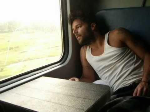 Ricky Martin - Entre el Amor y Los Halagos