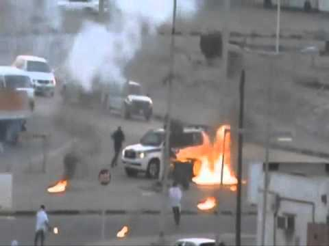 Bahrain shia protesters use molotov to kill police