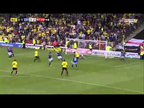 Watford score last second after leicester miss penalty | Almunia double save