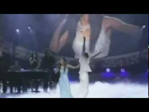 Michelle Williams gets STANDING OVATION @ Soul Train Awards, 2004 for