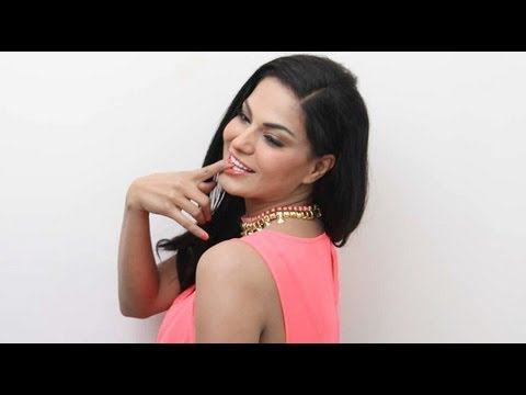 Watch Veena Malik To Enter Politics Now?