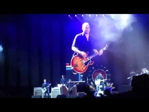 Foo Fighters performing Mollys Lips (Nirvana) - Murrayfield Edinburgh 08.09.2015