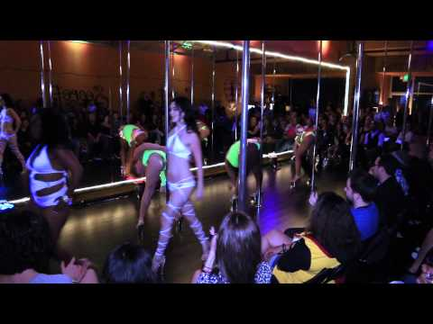 Group Performance: Beginner Pole Dance Level 1/2 by Diamond