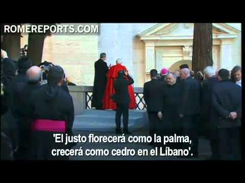 El Papa Benedicto XVI bendijo ayer una estatua de san Marón, con palabras en árabe