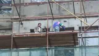 Șantierele din capitală insistă să încalce securitatea muncii