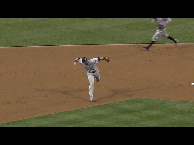 Tulowitzki makes a slick barehanded stop