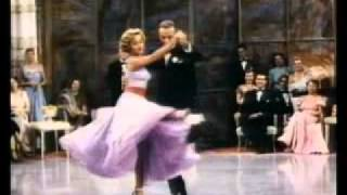 Fred Astaire y Jane Powell bailando en el barco en BODAS REALES (ROYAL WEDDING, 1951, Cinetel)