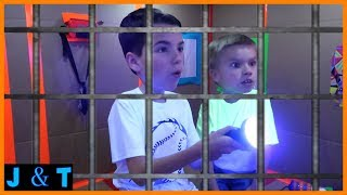 Escaping Hello Neighbors Maximum Security Box Fort Prison / Jake and Ty