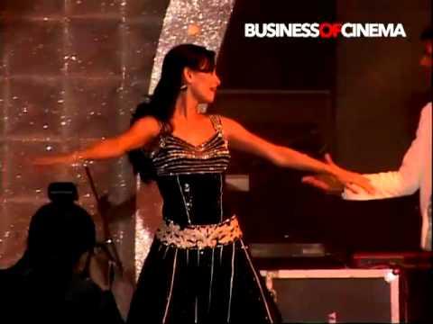 Dia Mirzas LIVE performance on Zara Zara from Rehna Hai Tere...