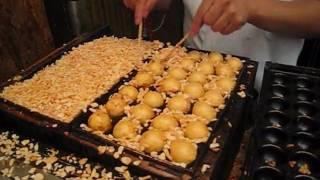 Takoyaki(Octopus-dumplings store)  難波のたこ焼き屋さん