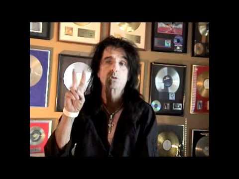 Alice Cooper thanks his radio listeners