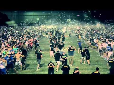 Thumbnail of video La batalla de globos de agua más grande del mundo