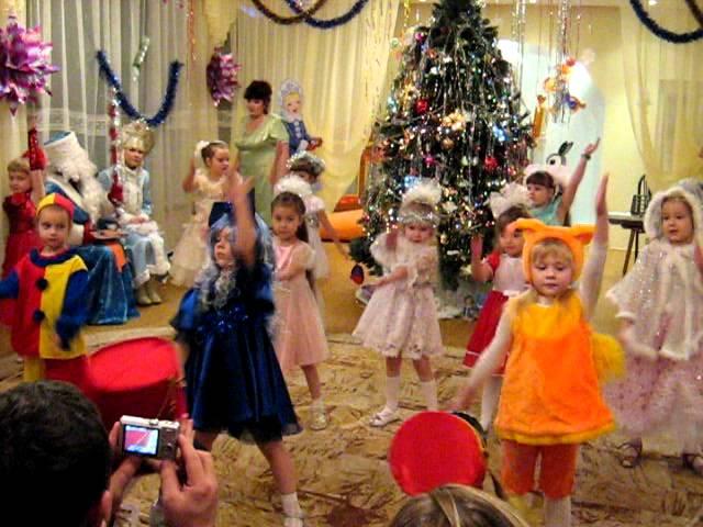Танец игрушек на новый год в детском саду
