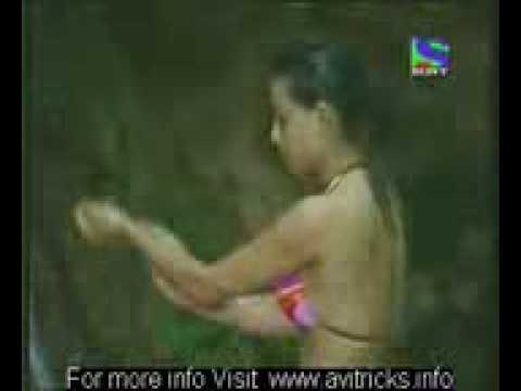 Iss Jungle Se Mujhe Bachao Shweta Tiwari bathing nude
