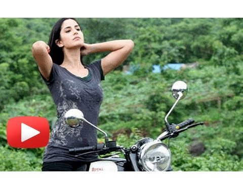 Katrina Kaif Rides Bike In Dhoom 3 ! video