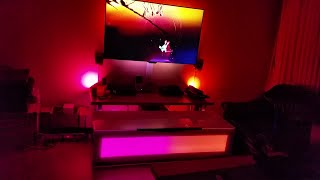 TV Ambilight Philips 4 K + 2 Philips Hue Bloom + 2 Philips Hue lightstrips in TV Stand