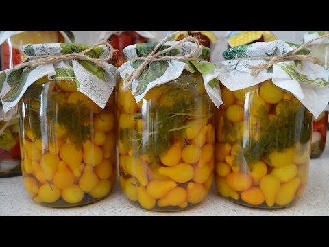 Маринованные желтые помидоры с петрушкой