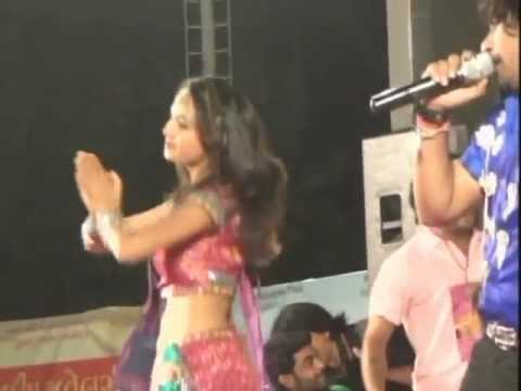 Vikram Thakor Mamta Soni - Gujarati Garba Songs Live Navratri 2012 - Day10 - Part 9 video