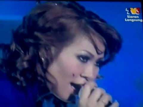 SALMA-Aku Permata @ Semi FinaL Muzik Muzik 2011