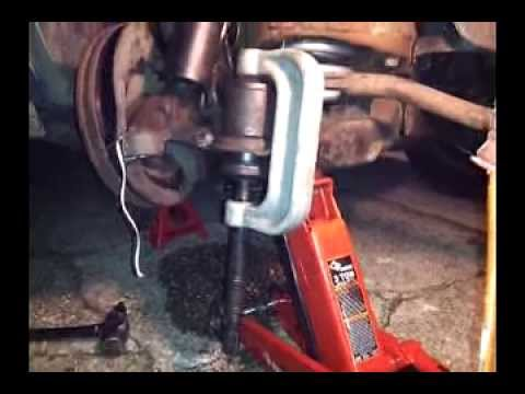 How To Use a Ball Joint Press Tool / Install , press in lower ball joint , remov