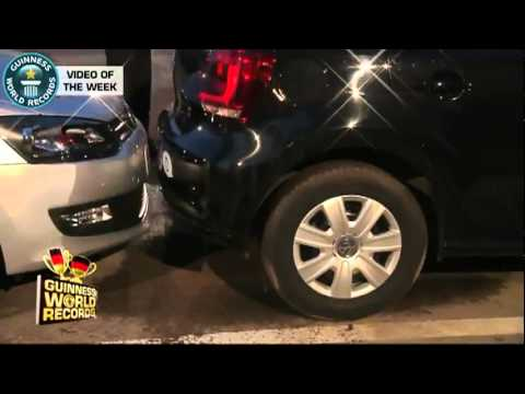 Homem bate recorde e estaciona na vaga mais apertada do mundo estacionamento rápido