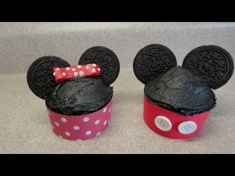 Decorating cupcakes :  Mickey and Minnie Mouse (two variations)