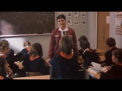 Алиса на уроке английского