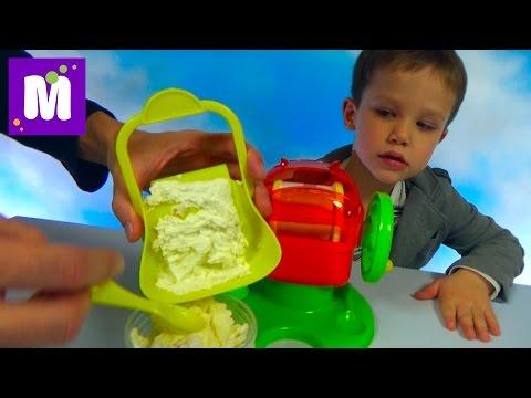 Макс делает праздничное мороженое пломбир с медвежуйками в Ice Cream Maker