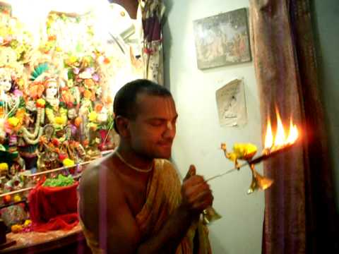 Sandhya Aarti Of Sri Sri Radha Radha Natha Dev Bhagwan In Quetta Pakistan By Ram Yagya Prabhu.avi video