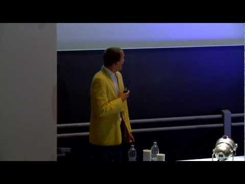 "Science Slam Uni Mannheim, Platz 1: ""Frauentheorie"" (Robert Idel)"