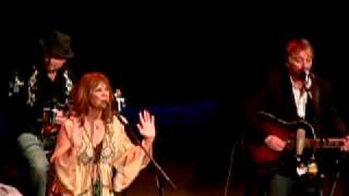 Watch Patty Loveless Working On A Building video