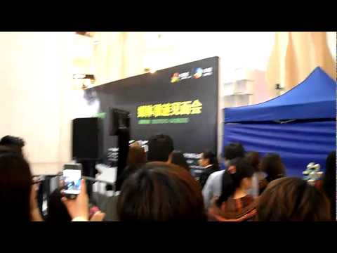 [Rain (Bi) Fancam]110524 Rain arriving 'The Best' concert in Shanghai Press Con &amp; Fan Meeting_0105