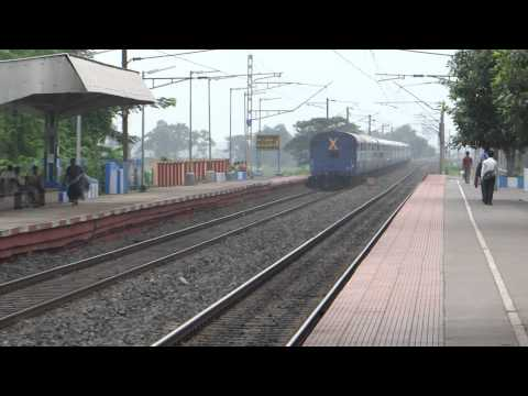Howrah Lalkuan Honks, Blasts Shows Off With Ex. Wap 6 & Negotiates A Cute Curve video