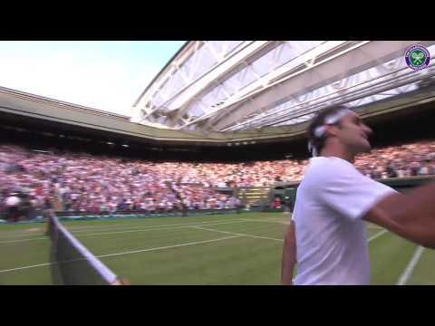 Roger Federer salutes the crowd