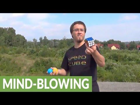 ジャグリングをしながら背中でルービックキューブを解くスゴ技