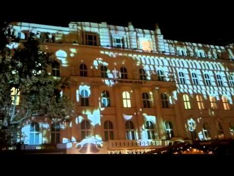 Budapest - Vörösmarty tér - Fényjátékok a Gerbeaud-ház falán