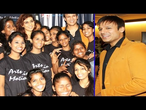 Vivek Oberoi with Dharavi slum kids at Dance With Joy