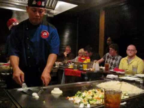 0 Hibachi Chef Does Tricks at Japanese Restaurant