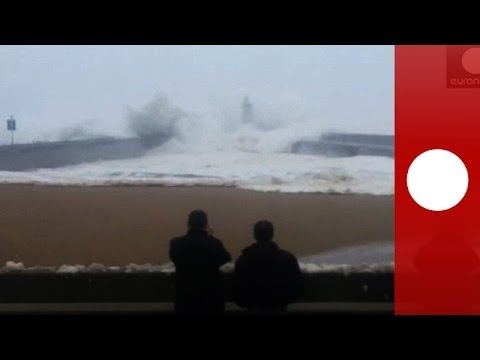 Caught on camera: Massive wave sends people running on Portugal beach