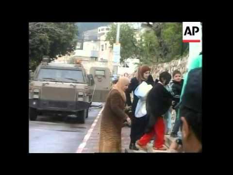 Israeli army raids Nablus, arresting at least 7 people, wounding 2