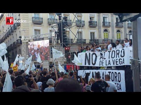 Miles de personas exigen en Madrid el fin inmediato del Toro de la Vega