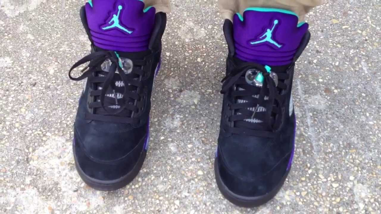 Retro 5 Grapes Black White 5 v Retro Black Grape