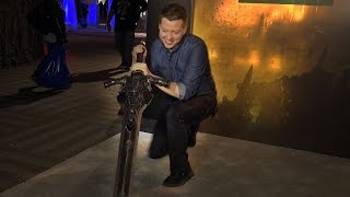 Who Can Hold Dark Soul's Great Sword of Artorias? - IGN Access