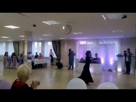 Танец чёрное белое